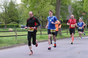 Auf dem ersten Kilometer ist nur mein Trikot rot - später wird der Kopf eine ähnliche Farbe annehmen. Foto: Michael Klingebiel/AZ