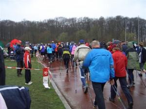 Irgendwo in diesem Feld, wahrscheinlich knapp vor den Walkern, steckte ich 2007 bei meinem ersten Wettkampf in Scharnebeck.