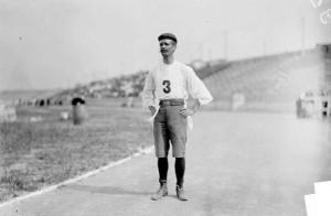 Bestens für den Marathon ausgerüstet - 1904... Foto: wikimedia